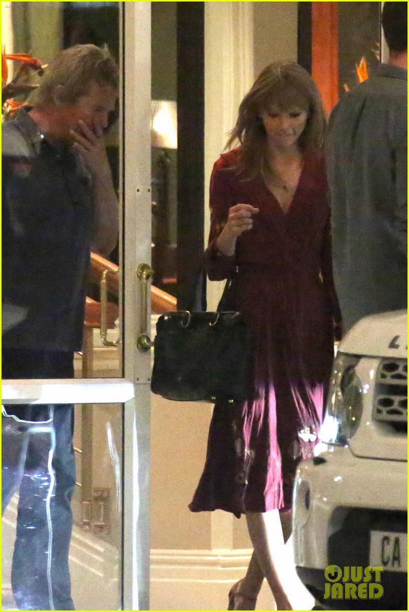 taylor swift alexander skarsgard dine with the giver cast 16