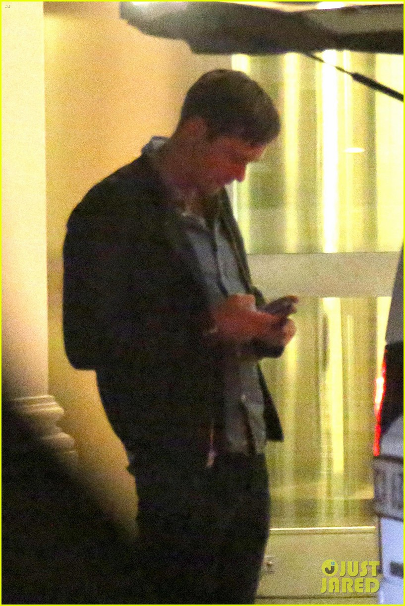 taylor swift alexander skarsgard dine with the giver cast 252976448
