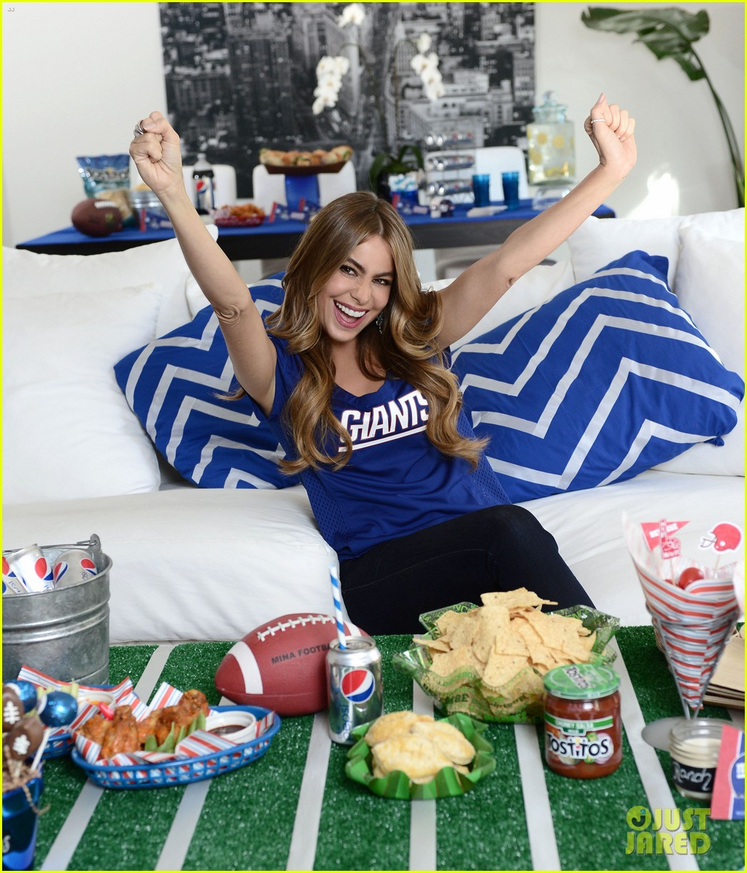 sofia vergara parties it up with modern family diet pepsi 052973480