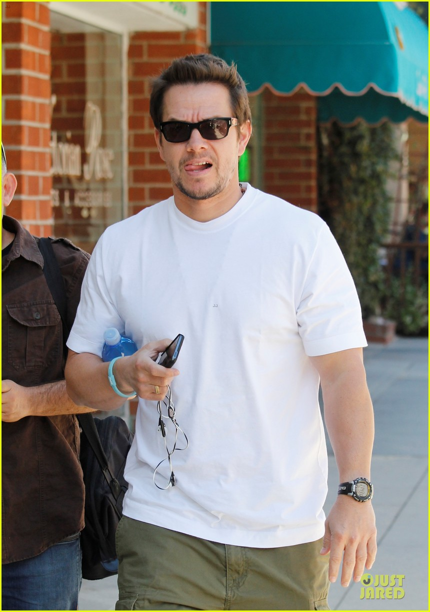 mark wahlberg in talks for the gambler remake 022963709