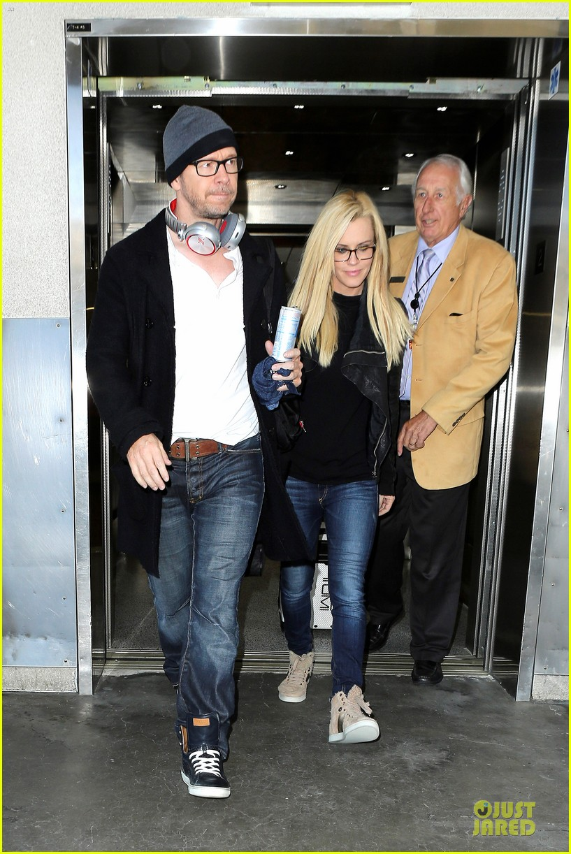 donnie wahlberg jenny mccarthy hold hands at lax airport 032970645