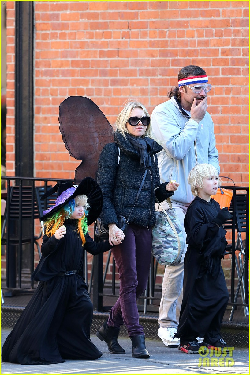 naomi watts liev schreiber early halloween with the boys 01