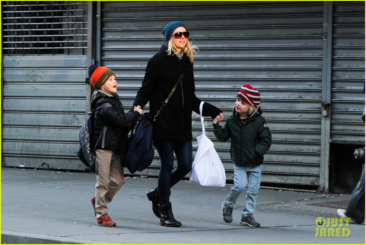 naomi watts liev schreiber early halloween with the boys 09