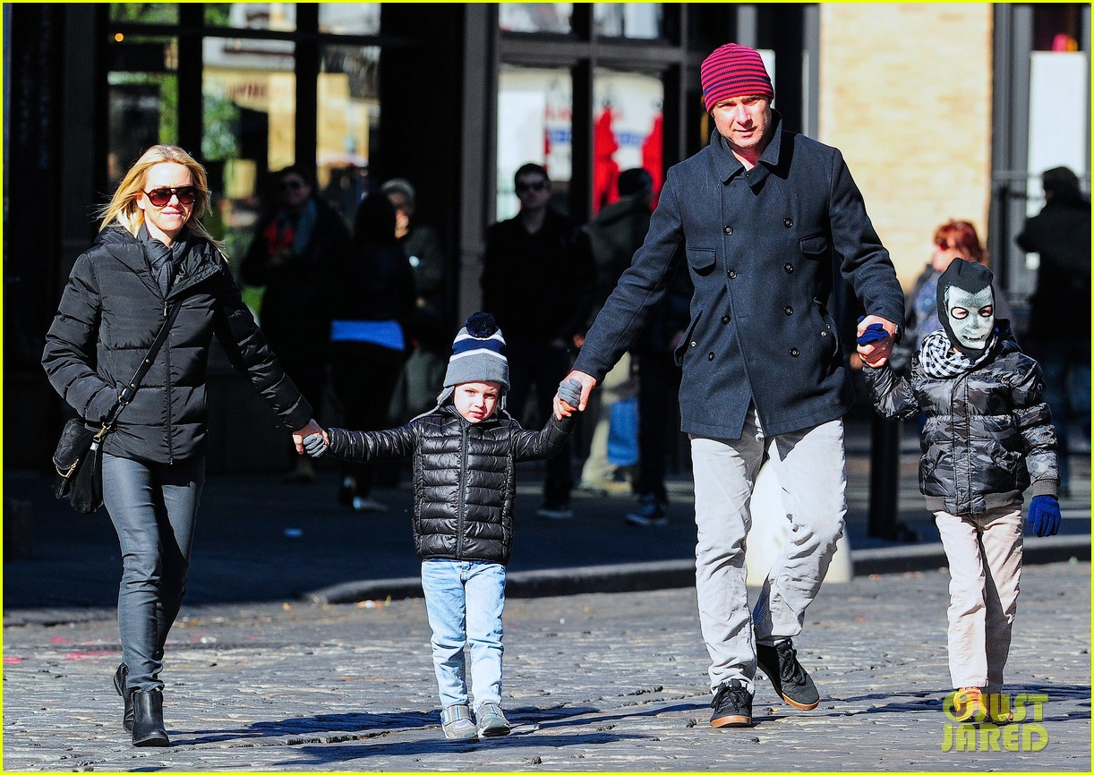 naomi watts liev schreiber early halloween with the boys 13