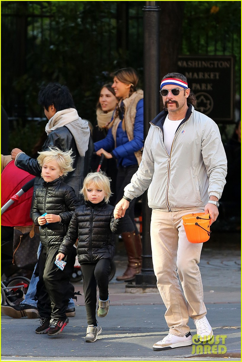 naomi watts liev schreiber early halloween with the boys 16