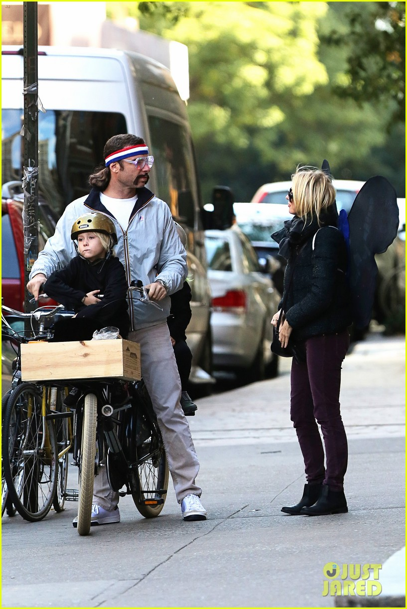 naomi watts liev schreiber early halloween with the boys 182981516