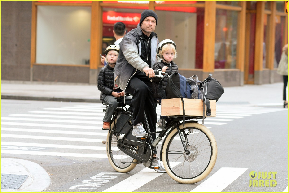 naomi watts liev screiber boys all ride on same bike 142973020
