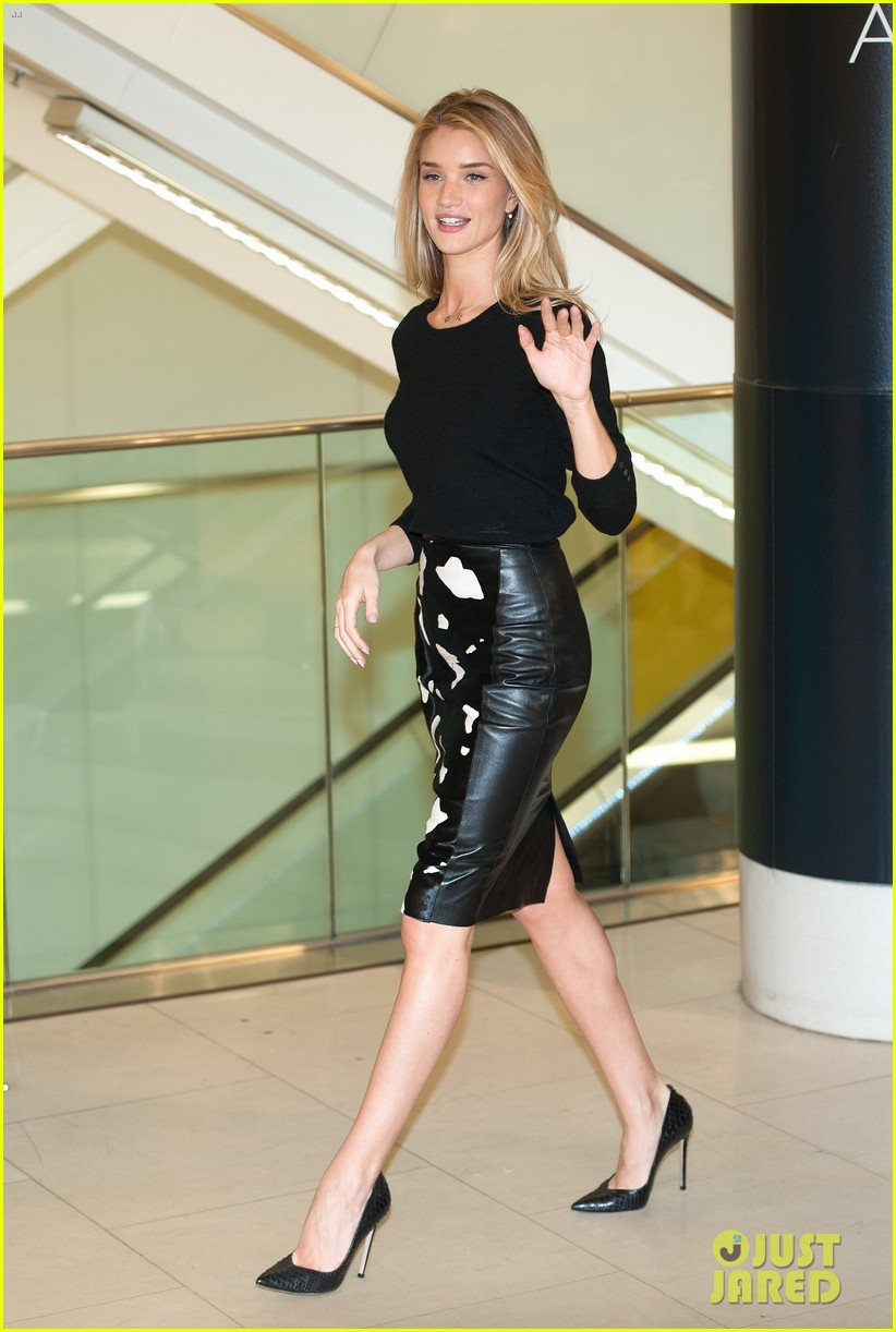 rosie huntington whiteley rosie for autograph photo call 03