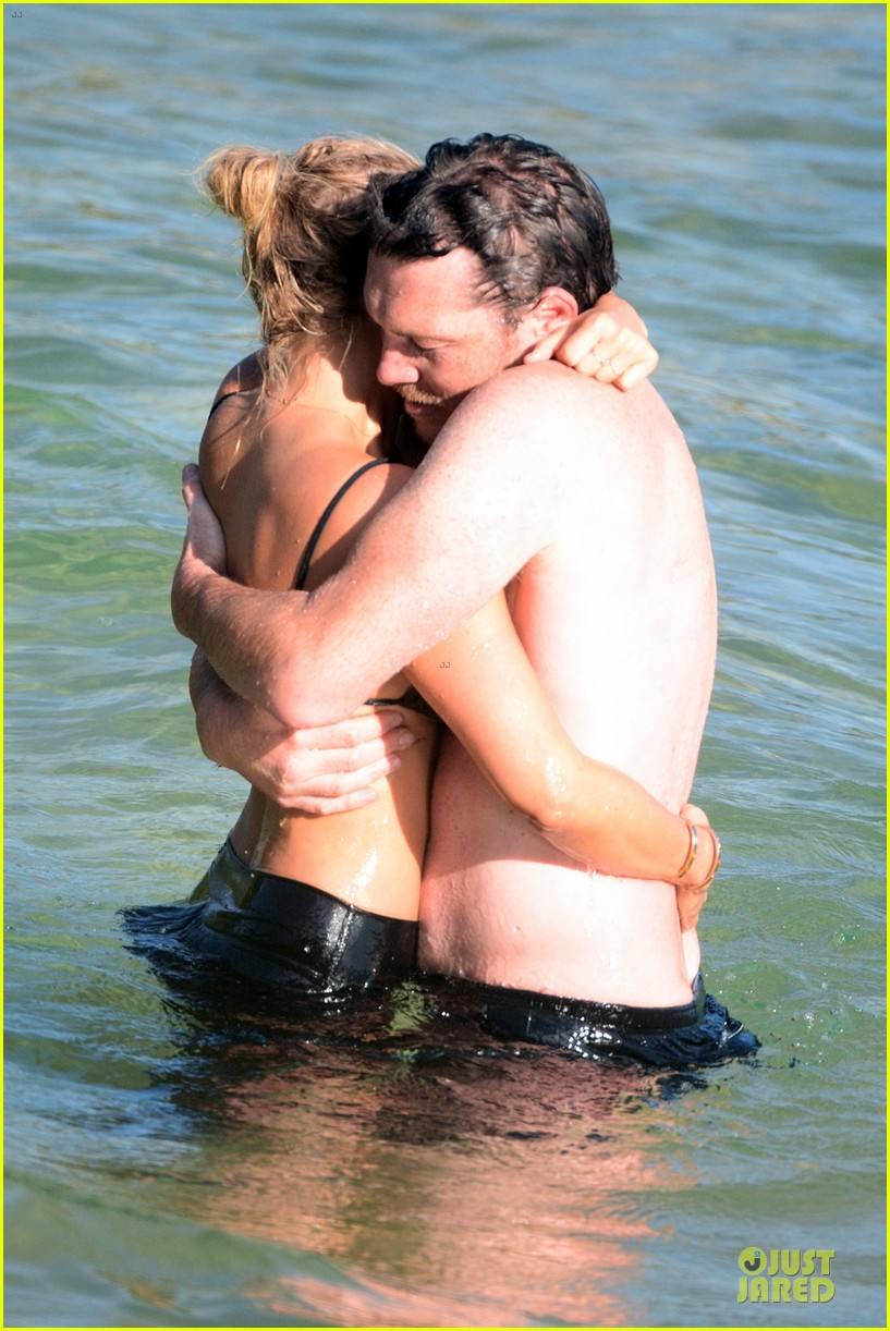 shirtless sam worthington laura bingle beach kissing couple 292969739