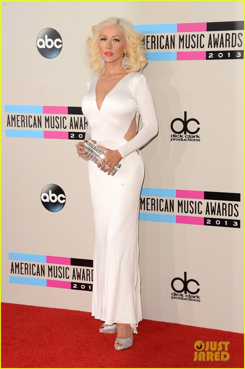 Aguilera en los American Music - Página 3 Christina-aguilera-amas-2013-red-carpet-01