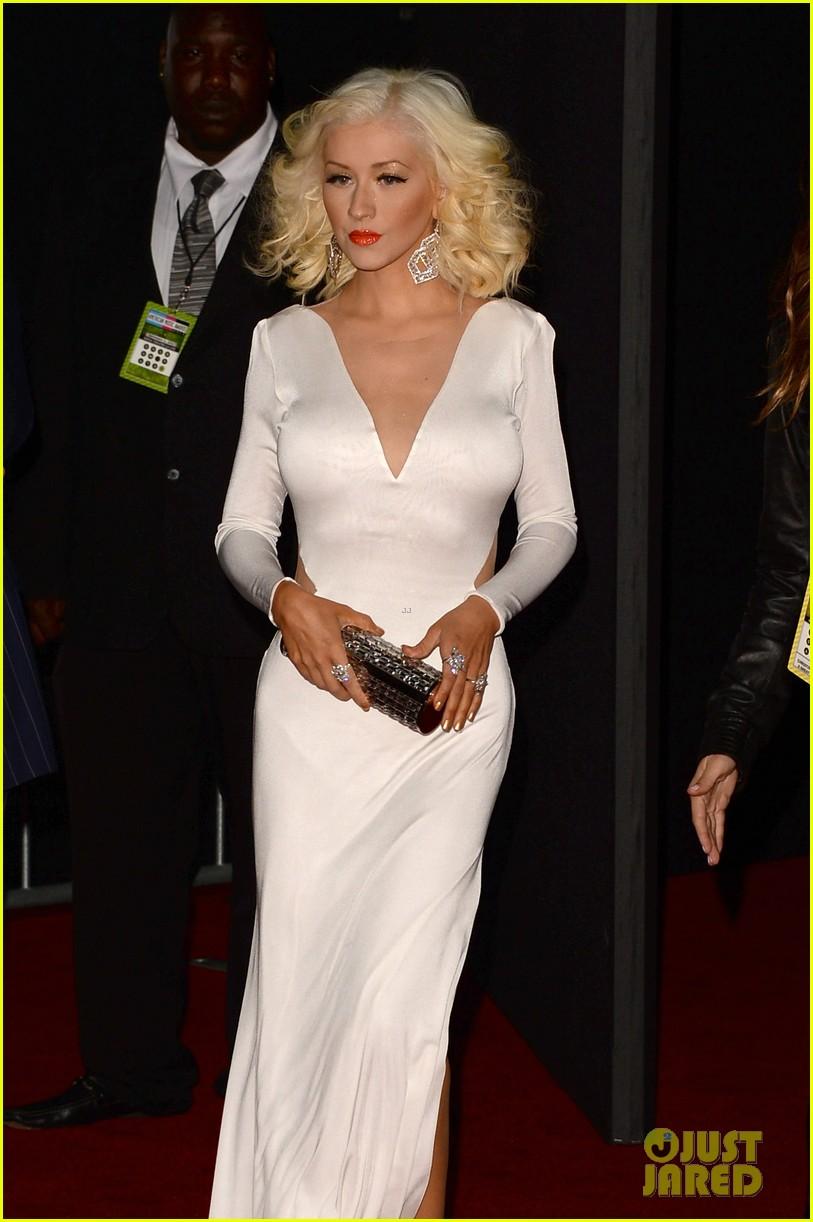 Aguilera en los American Music - Página 3 Christina-aguilera-amas-2013-red-carpet-12