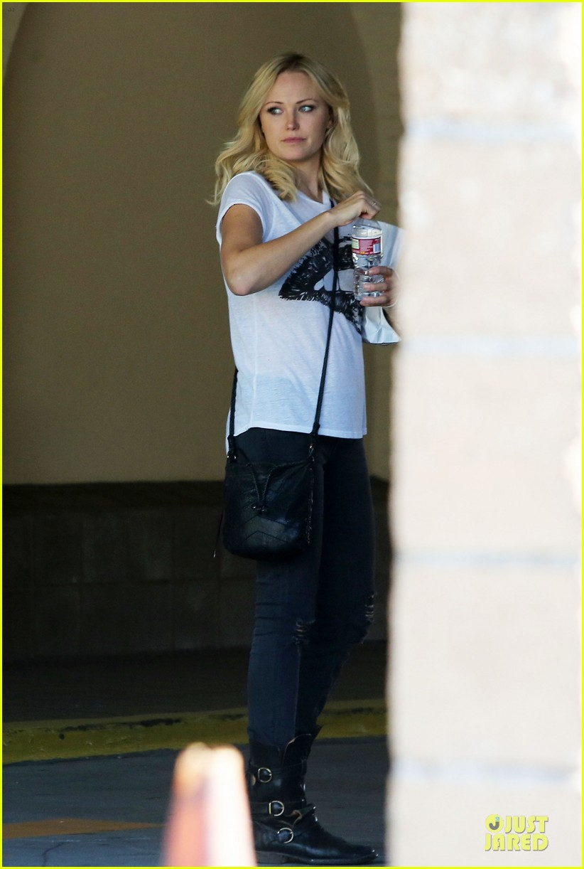 malin akerman wears arm brace after doctors visit 05