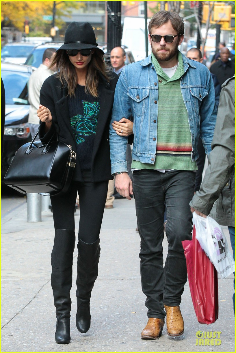 lily aldridge caleb followill set to participate in st jude give thanks walk 04