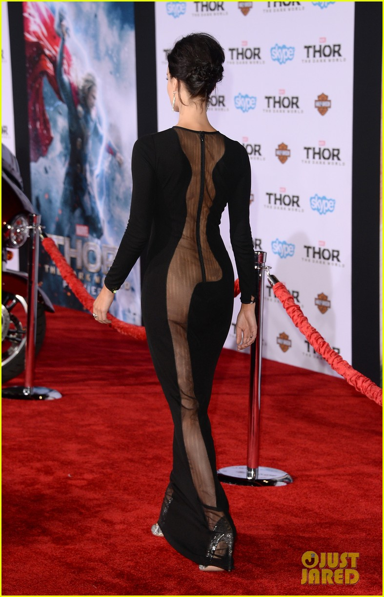 jaimie alexander wears racy dress no underwear to thor premiere 05