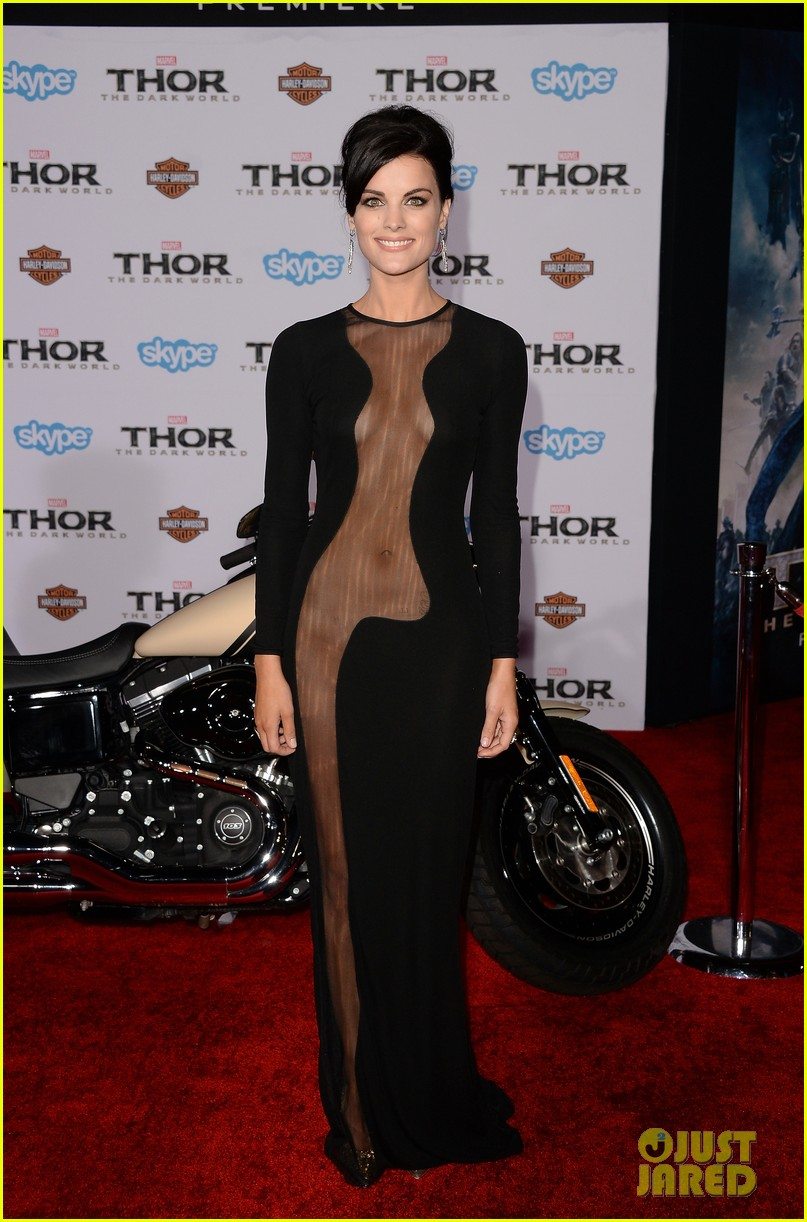 jaimie alexander wears racy dress no underwear to thor premiere 07