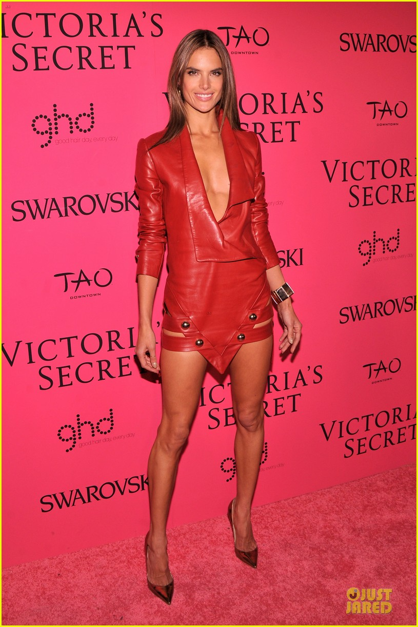 alessandra ambrosio candice swanepoel victorias secret fashion show after party 01