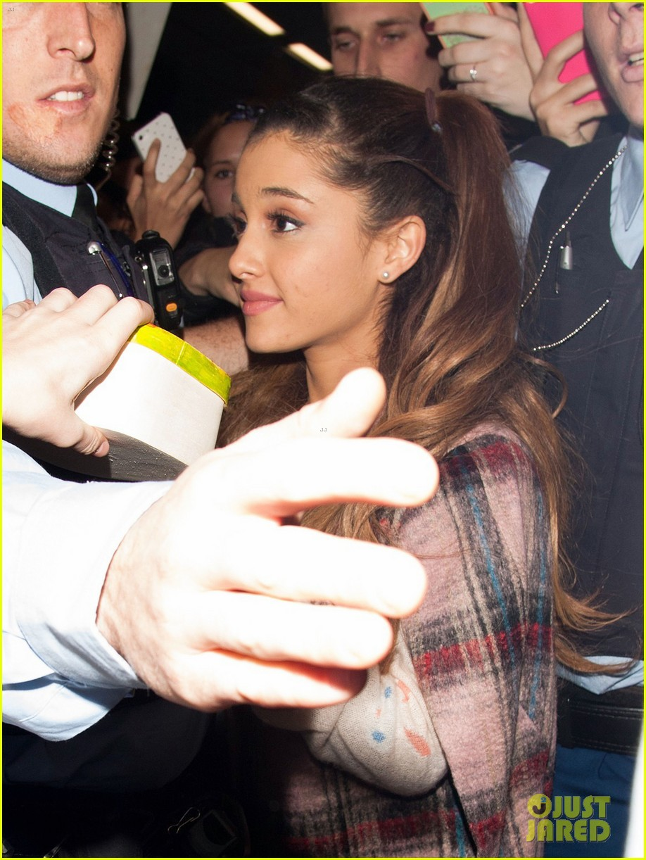ariana grande arrives in amsterdam for mtv ema 2013 132989096