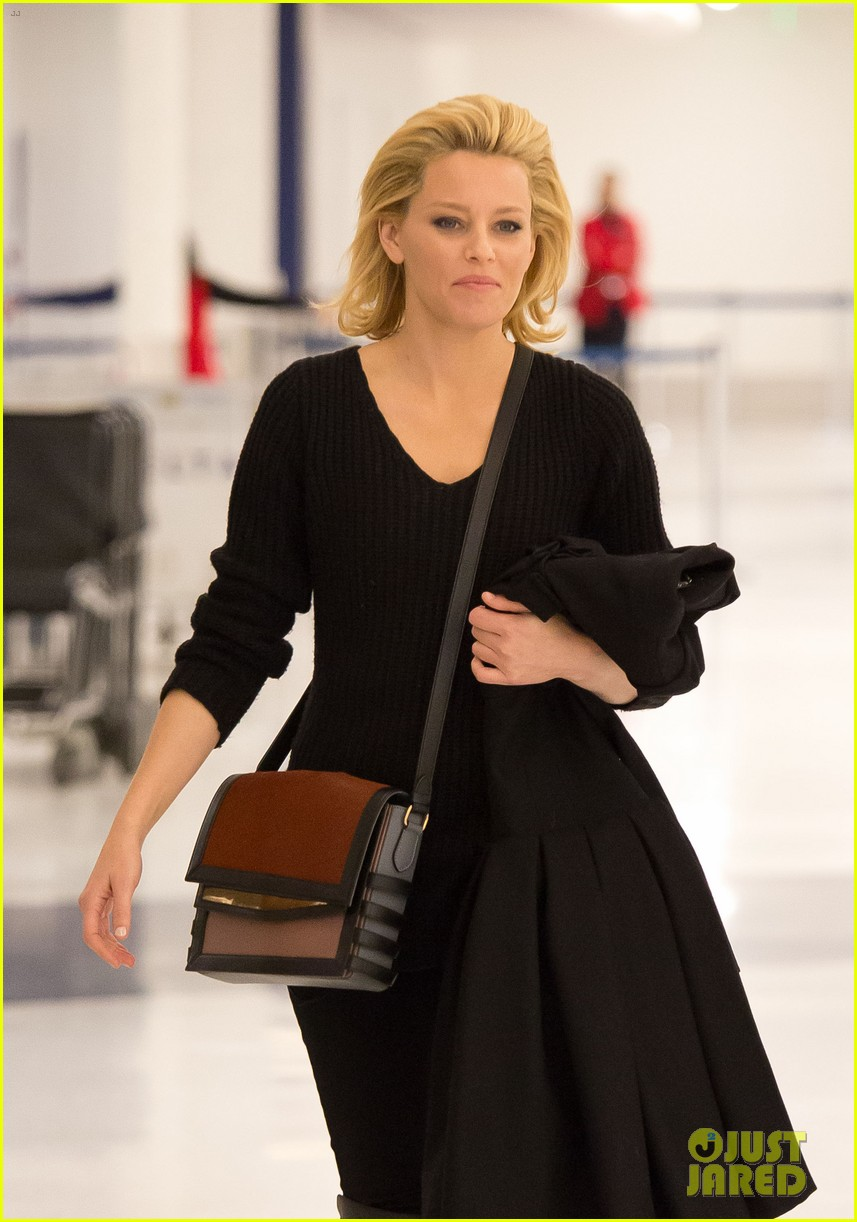 elizabeth banks promotes catching fire on jimmy kimmel 06