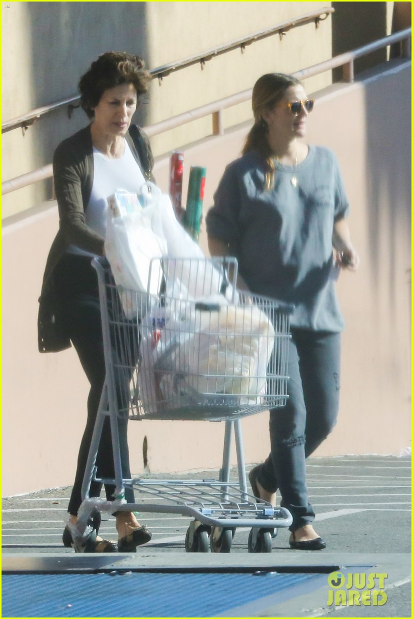 drew barrymore thanksgiving grocery shopping 183001993