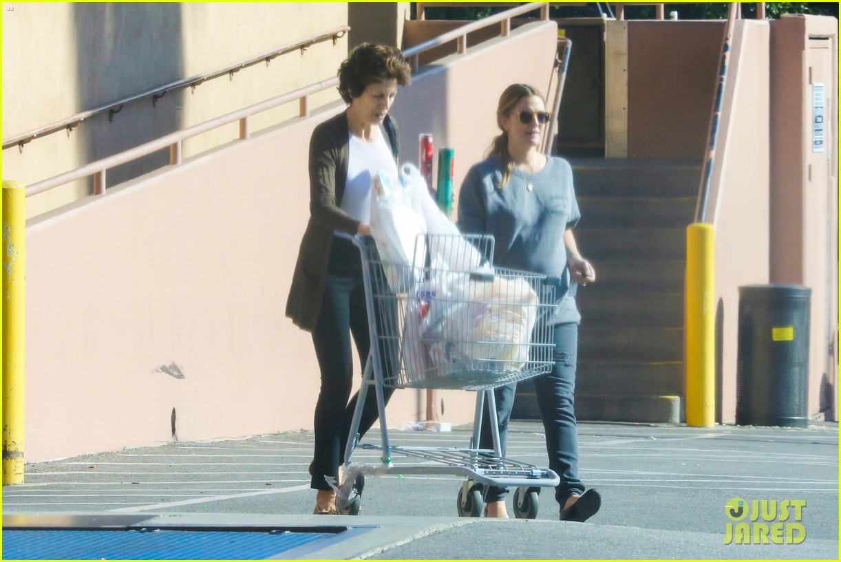 drew barrymore thanksgiving grocery shopping 19