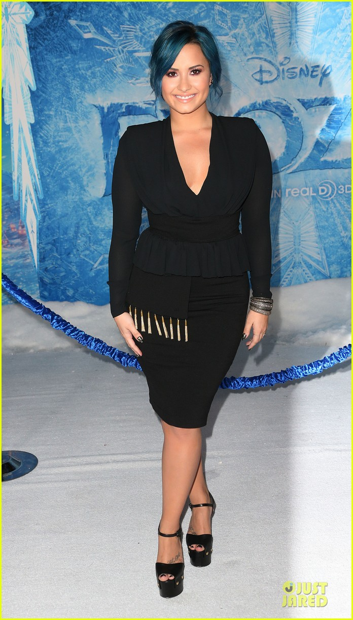kristen bell demi lovato frozen hollywood premiere 102996291