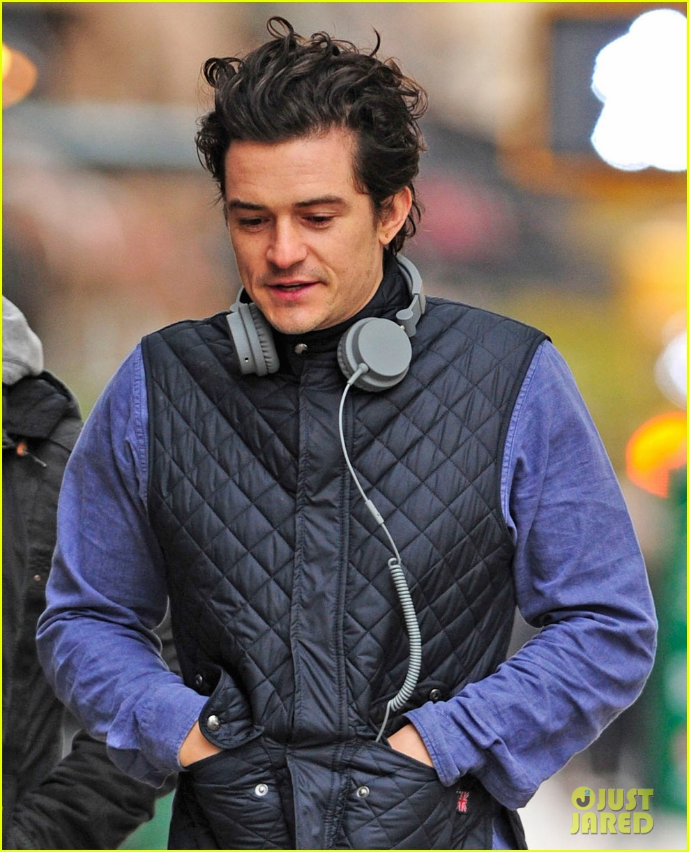 orlando bloom braves chilly weather after nyc first snow 04
