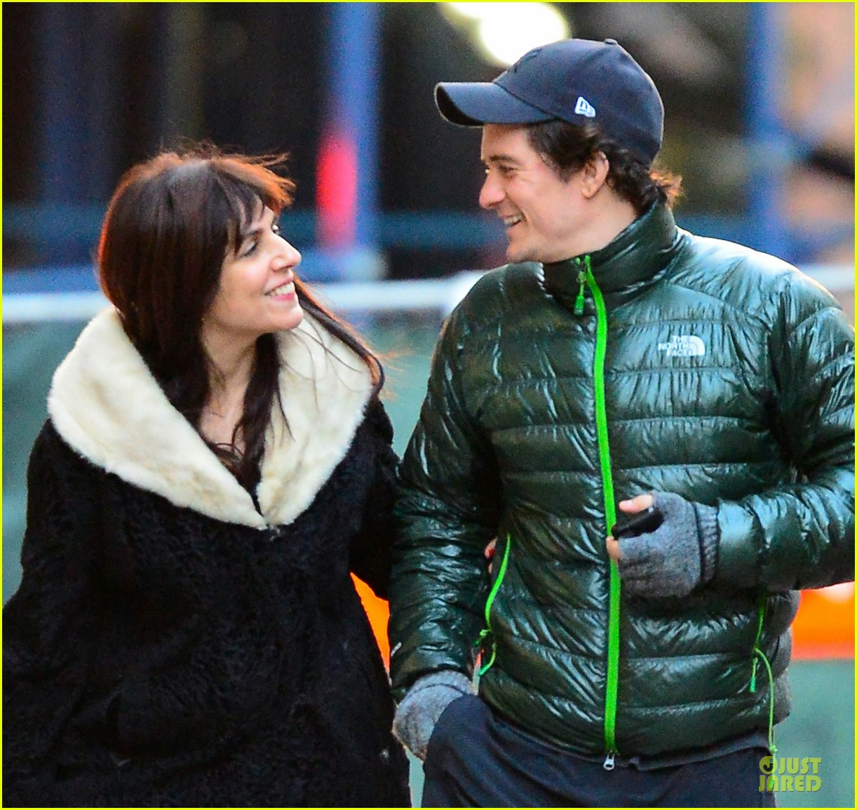orlando bloom hooks arms with mystery woman in nyc 02