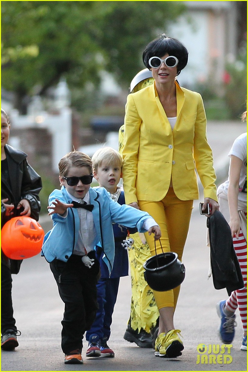 julie bowen psys sidekick halloween costume 04