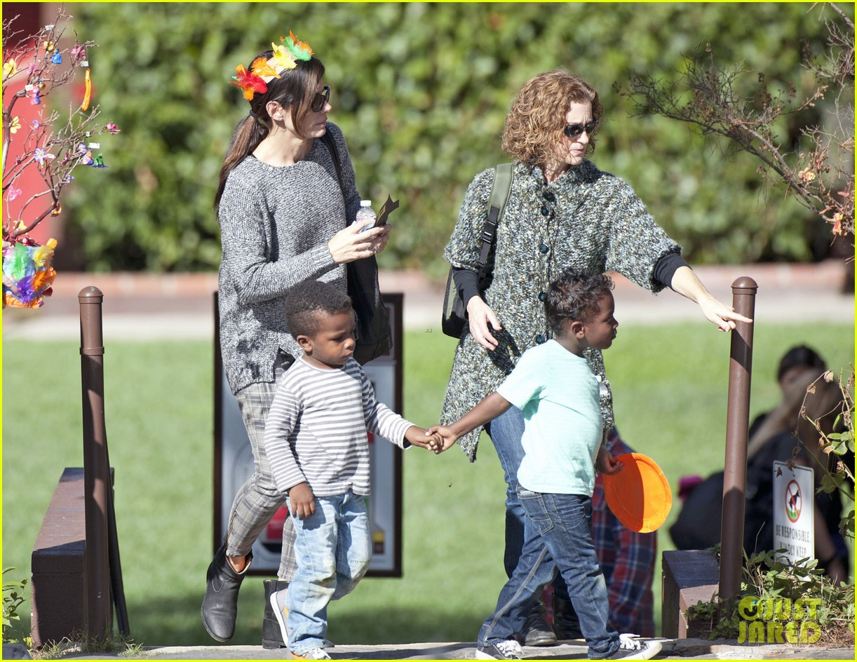 Full Sized Photo of sandra bullock gets into thanksgiving ... Sandra Bullock's Son