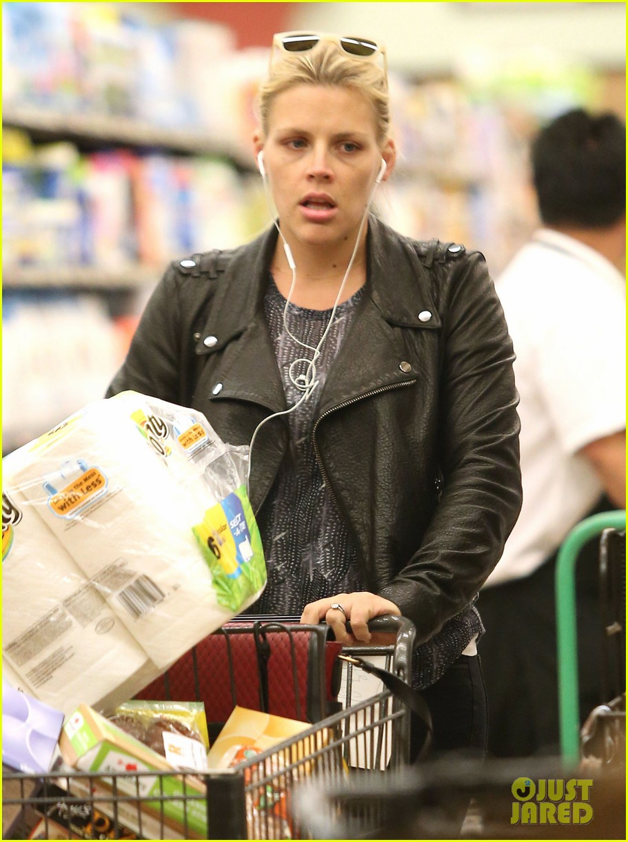 busy philipps stocks up on groceries before thanksgiving 02