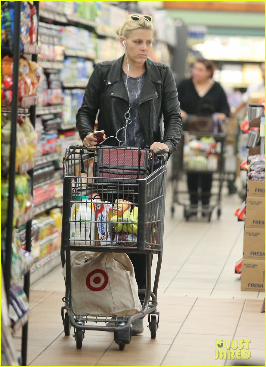 busy philipps stocks up on groceries before thanksgiving 063000701
