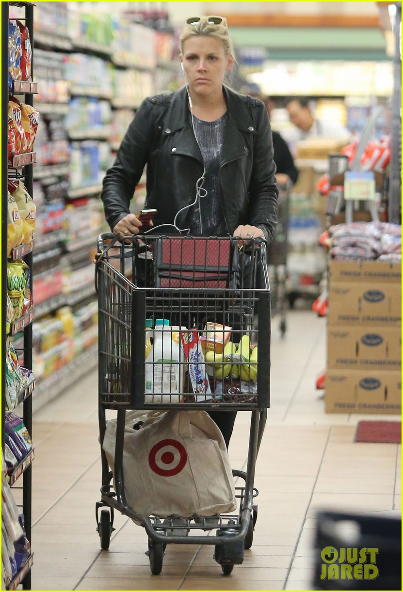 busy philipps stocks up on groceries before thanksgiving 08
