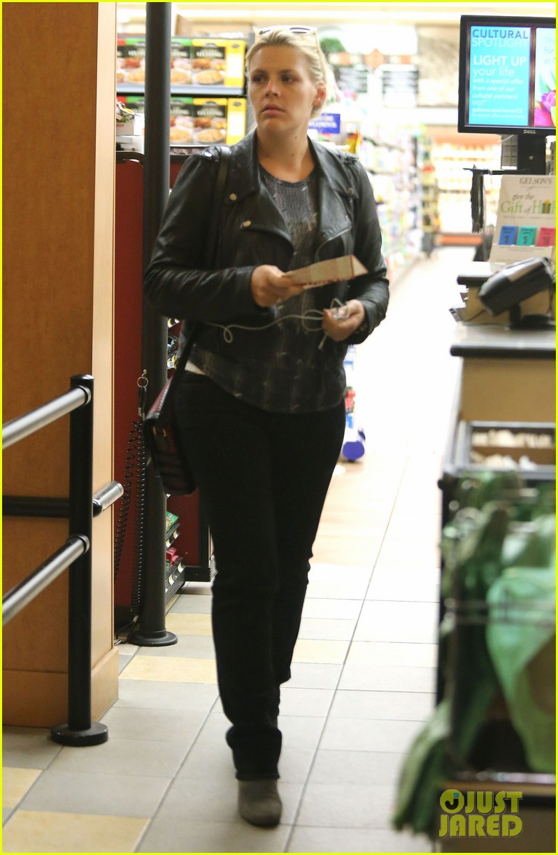 busy philipps stocks up on groceries before thanksgiving 16