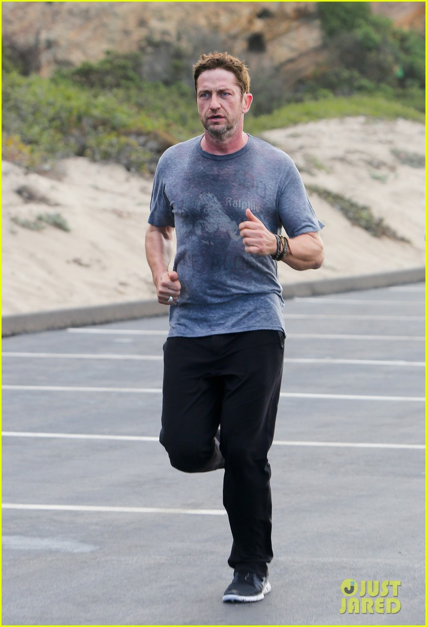 gerard butler works up a sweat for morning run 112997400