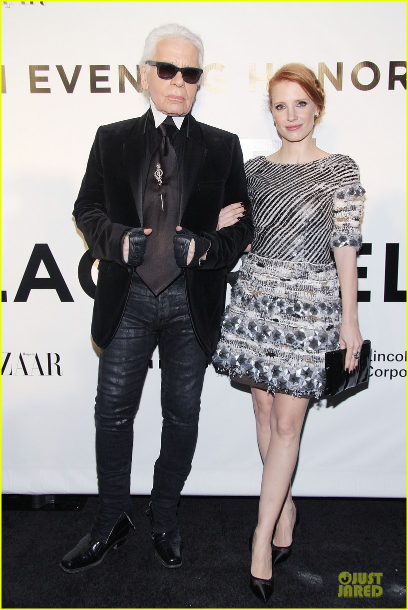 jessica chastain honors karl lagerfeld 01