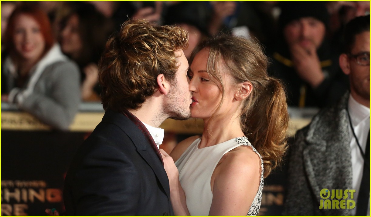 sam claflin willow shields catching fire london premiere 02