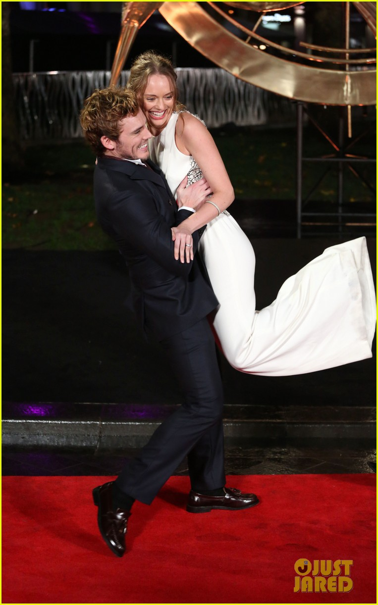 sam claflin willow shields catching fire london premiere 032990420