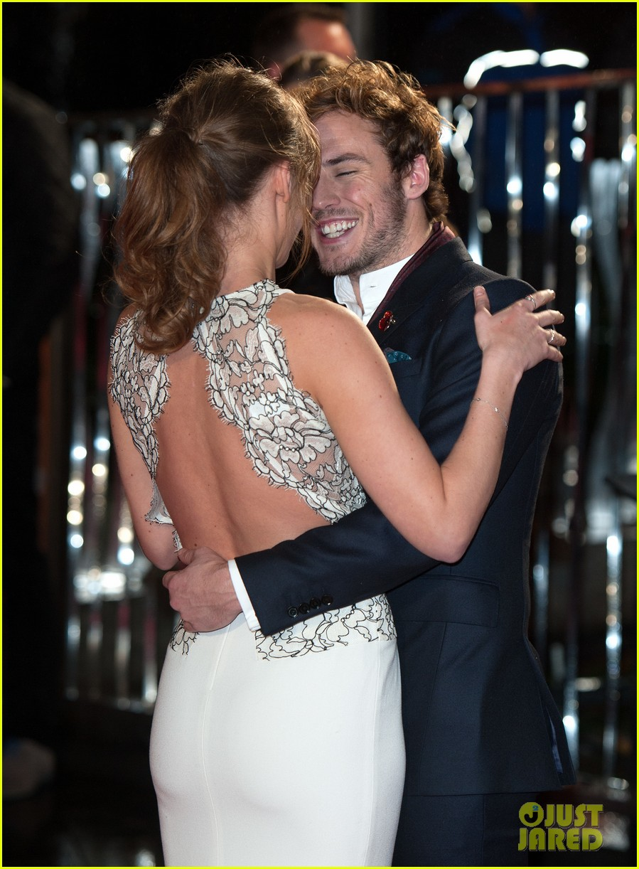 sam claflin willow shields catching fire london premiere 11