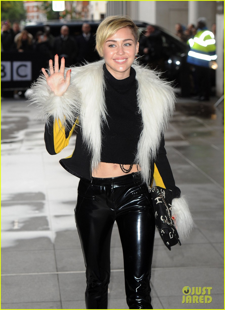 miley cyrus steps out after lighting blunt at mtv ema 2013 04