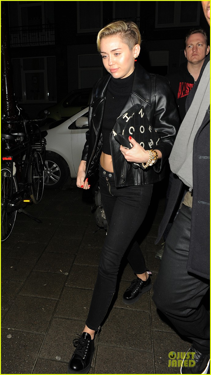 miley cyrus greenhouse coffee stop with cara delevingne 032988678