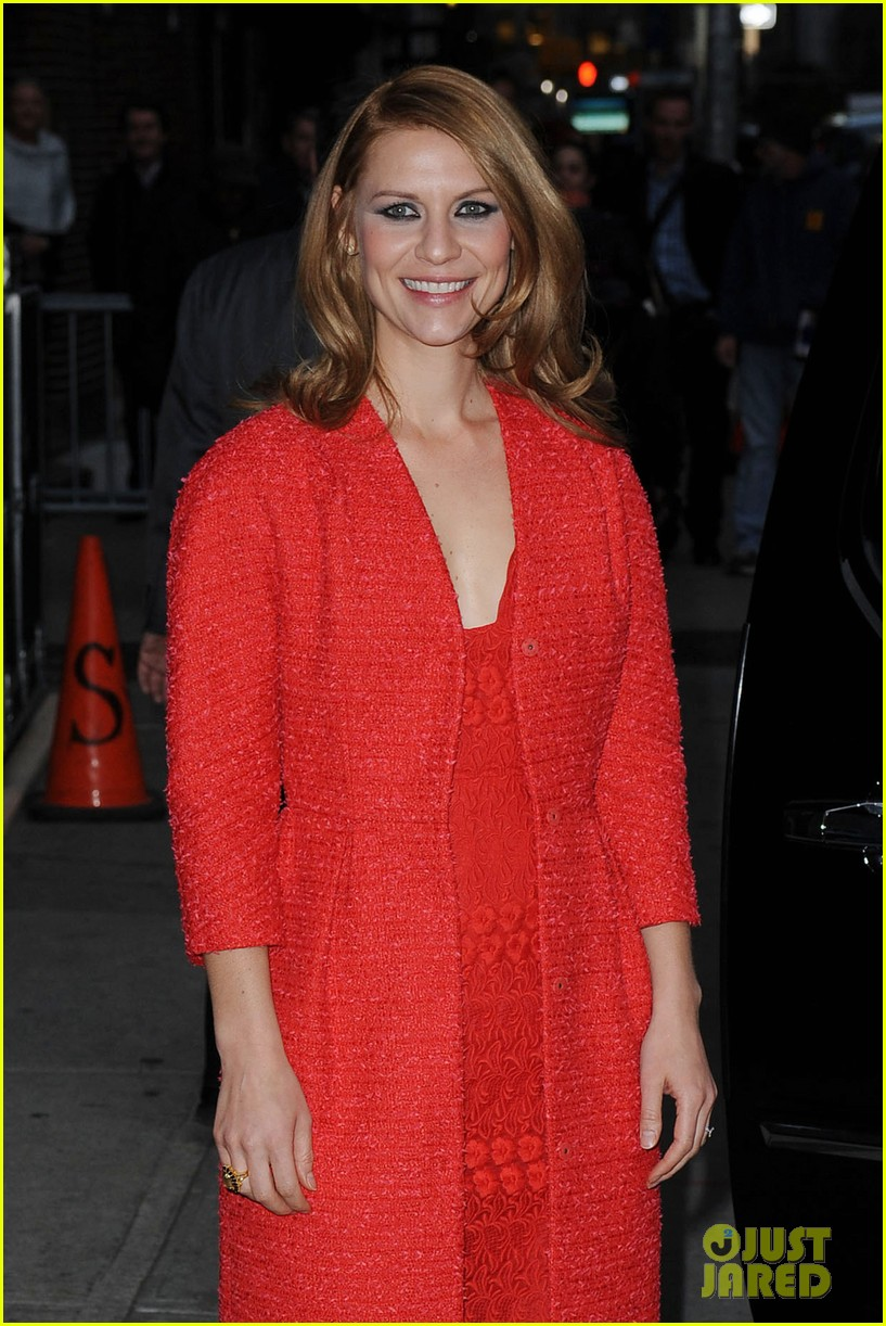 claire danes debuts brunette hair on letterman 022992926