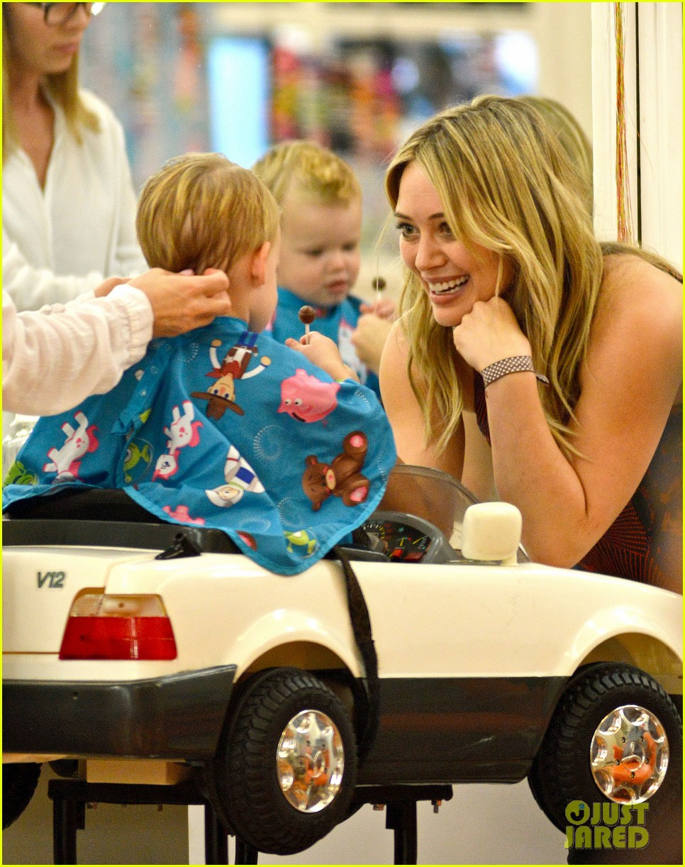 hilary duff mike comrie take luca to get his hair cut 02