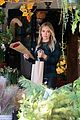 hilary duff thanksgiving flowers empty vase 17