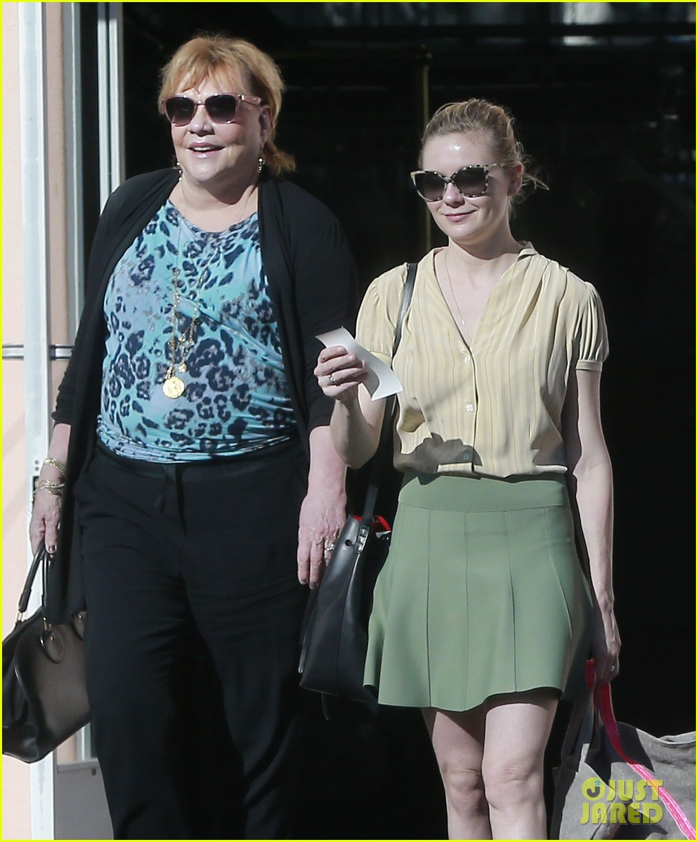 kirsten dunst mall visit with mom 072991582
