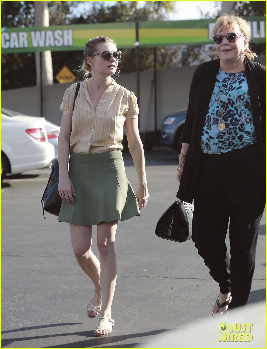 kirsten dunst mall visit with mom 12