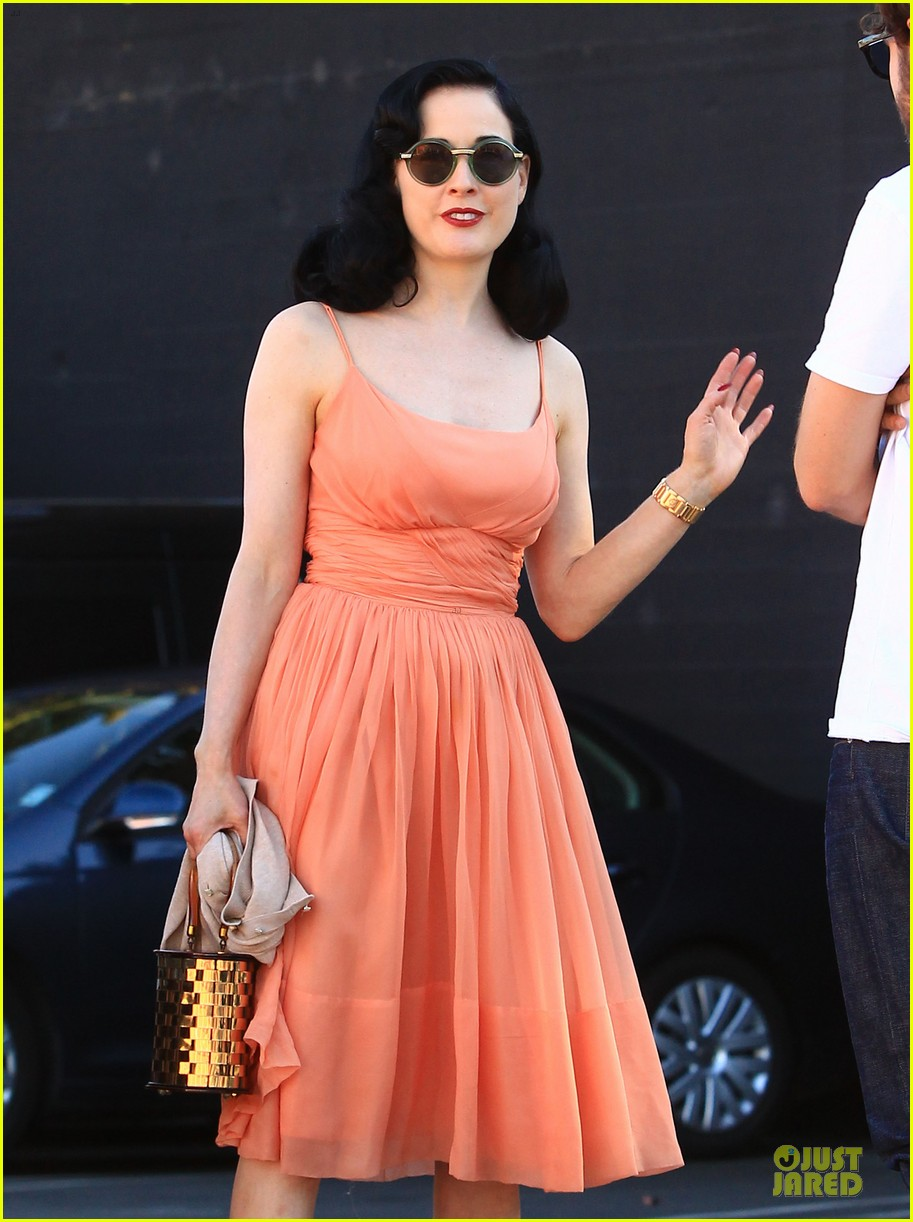 dita von teese skinny jeans are physically emotionally uncomfortable 02