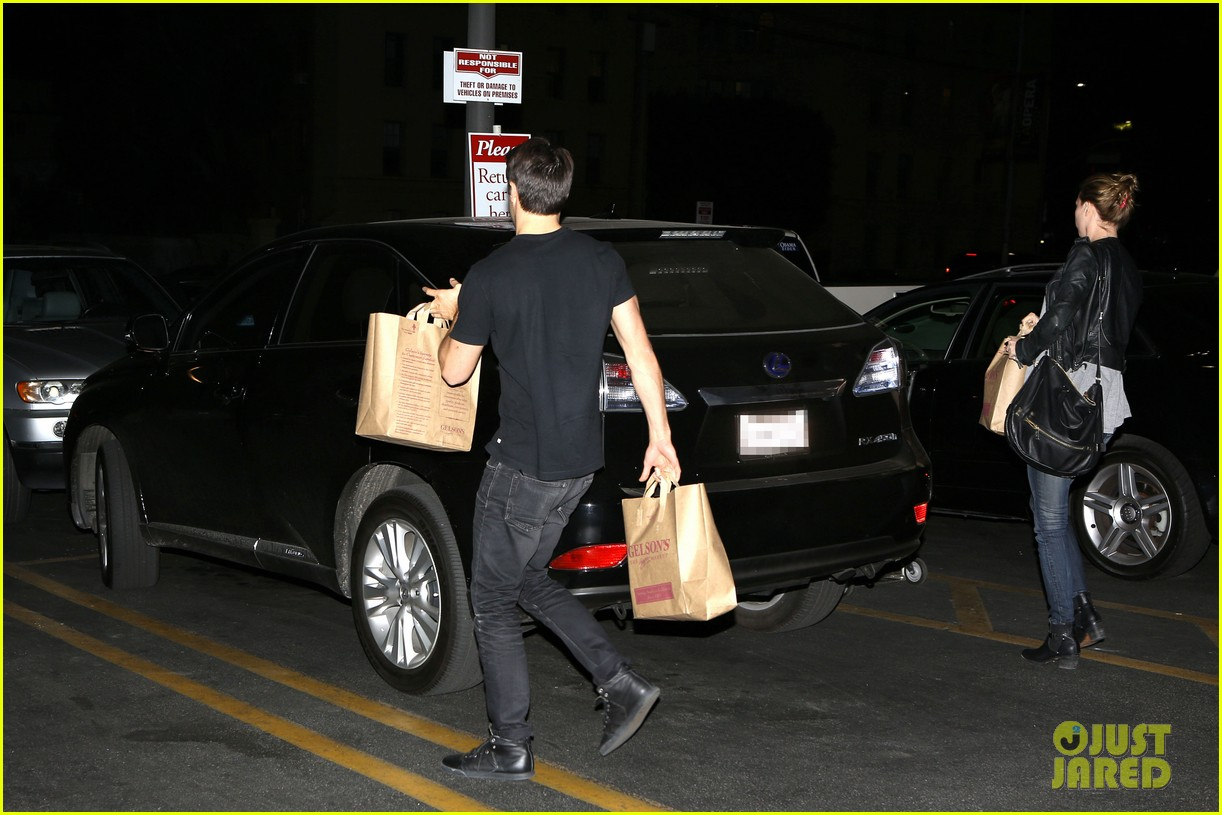 emily vancamp josh bowman grab late night groceries 03