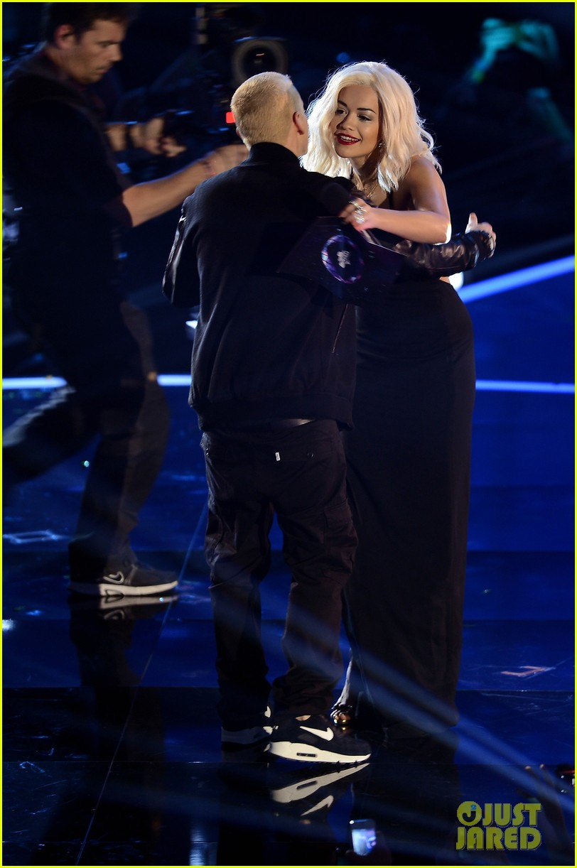 eminem performs at mtv ema 2013 video 052989984