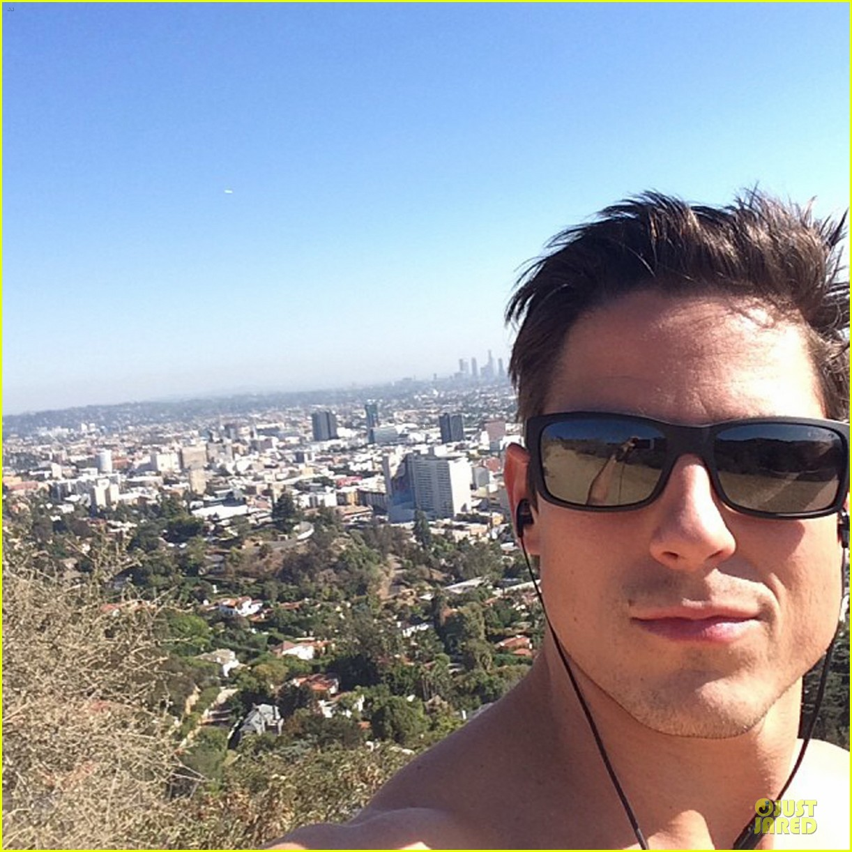 sean faris shirtless back in shape after shoulder surgery 043002448