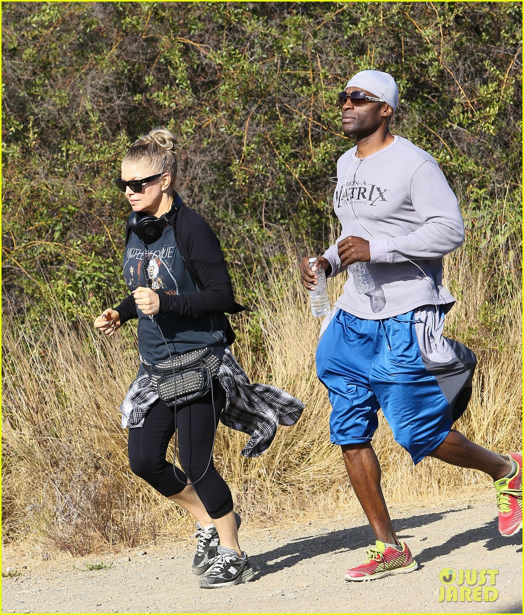 fergie rocks out with motley crue for sunday afternoon hike 09